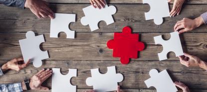 Outils Collaboratifs : puzzle autour d'une table